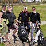 Gruppenfoto vier Golfer auf der Runde