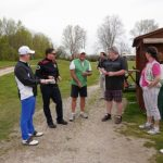 eine Runde golfer machen Pause