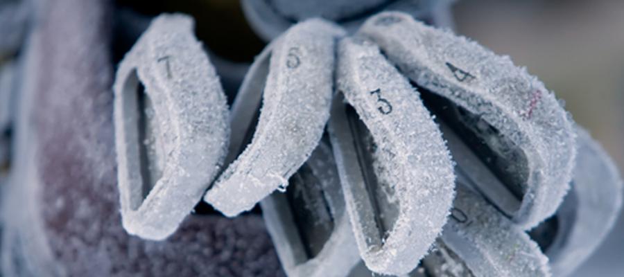 Golfschläge mit Frost-Überzug im Golfbag